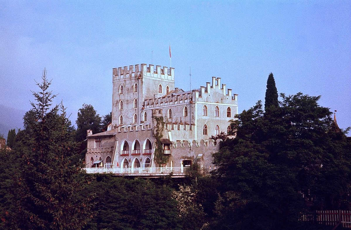 https://commons.wikimedia.org/wiki/File:Schloss_Itter_in_1979.jpg
