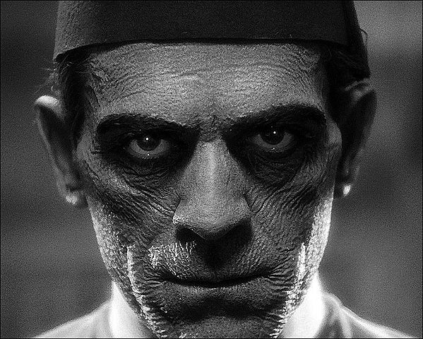 https://en.wikipedia.org/wiki/File:The_Mummy,_Boris_Karloff_(1932).jpg