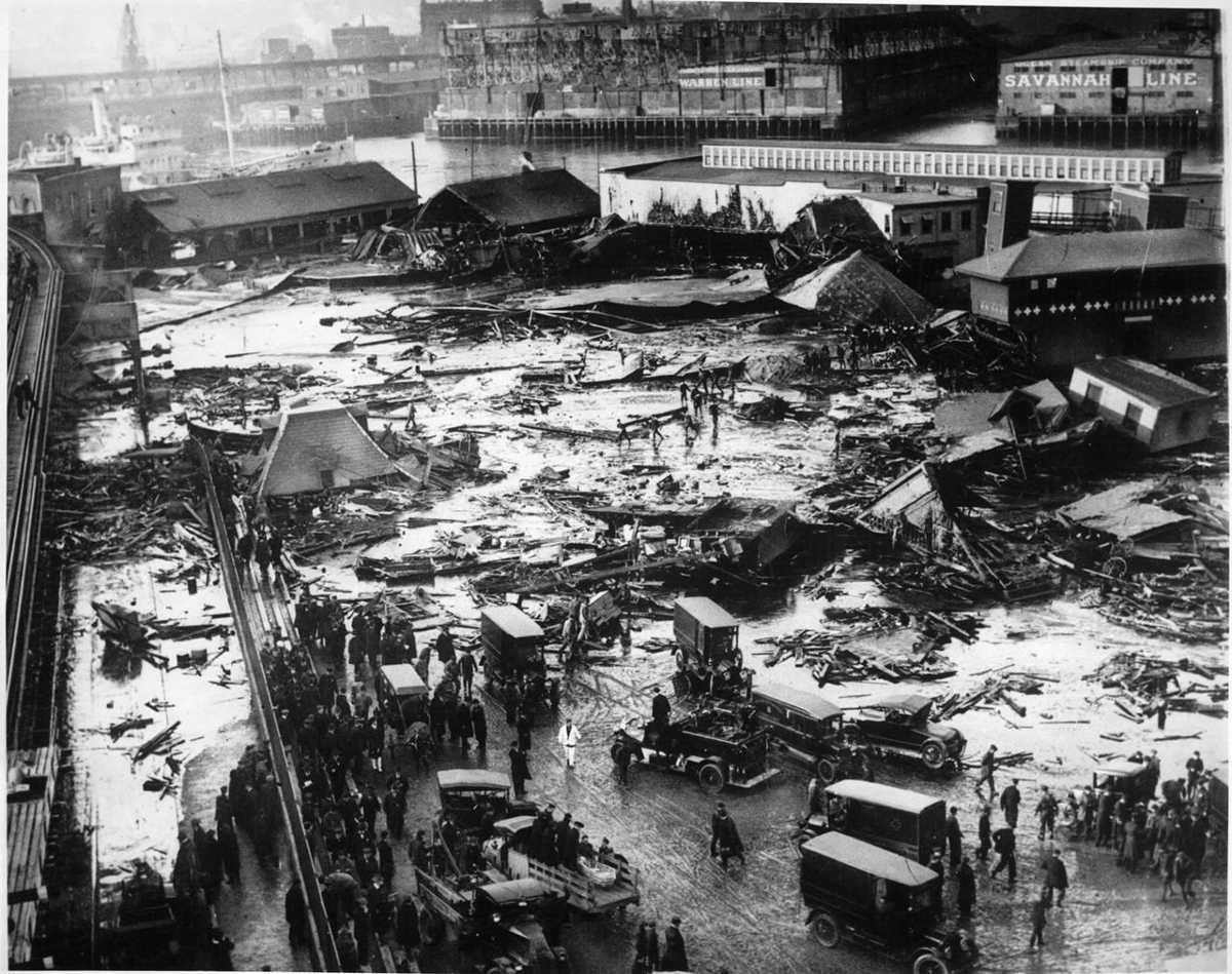 https://commons.wikimedia.org/wiki/File:BostonMolassesDisaster.jpg