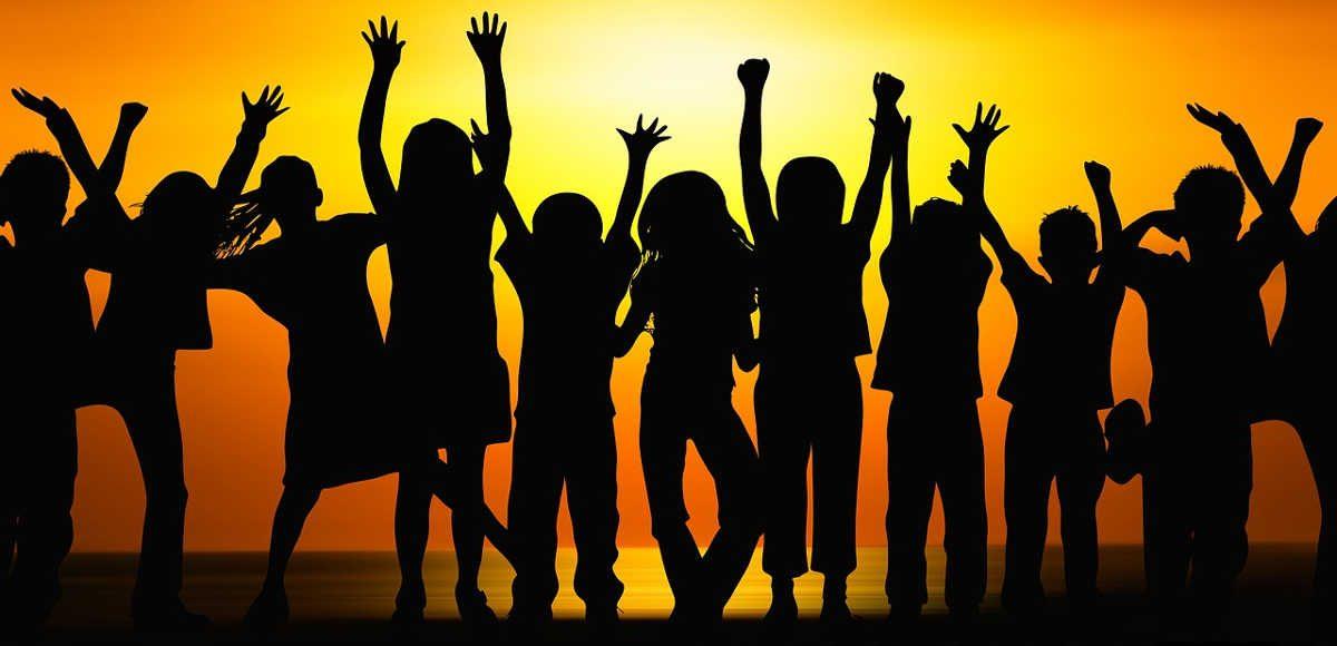 https://pixabay.com/en/children-silhouette-cheers-forward-725141/