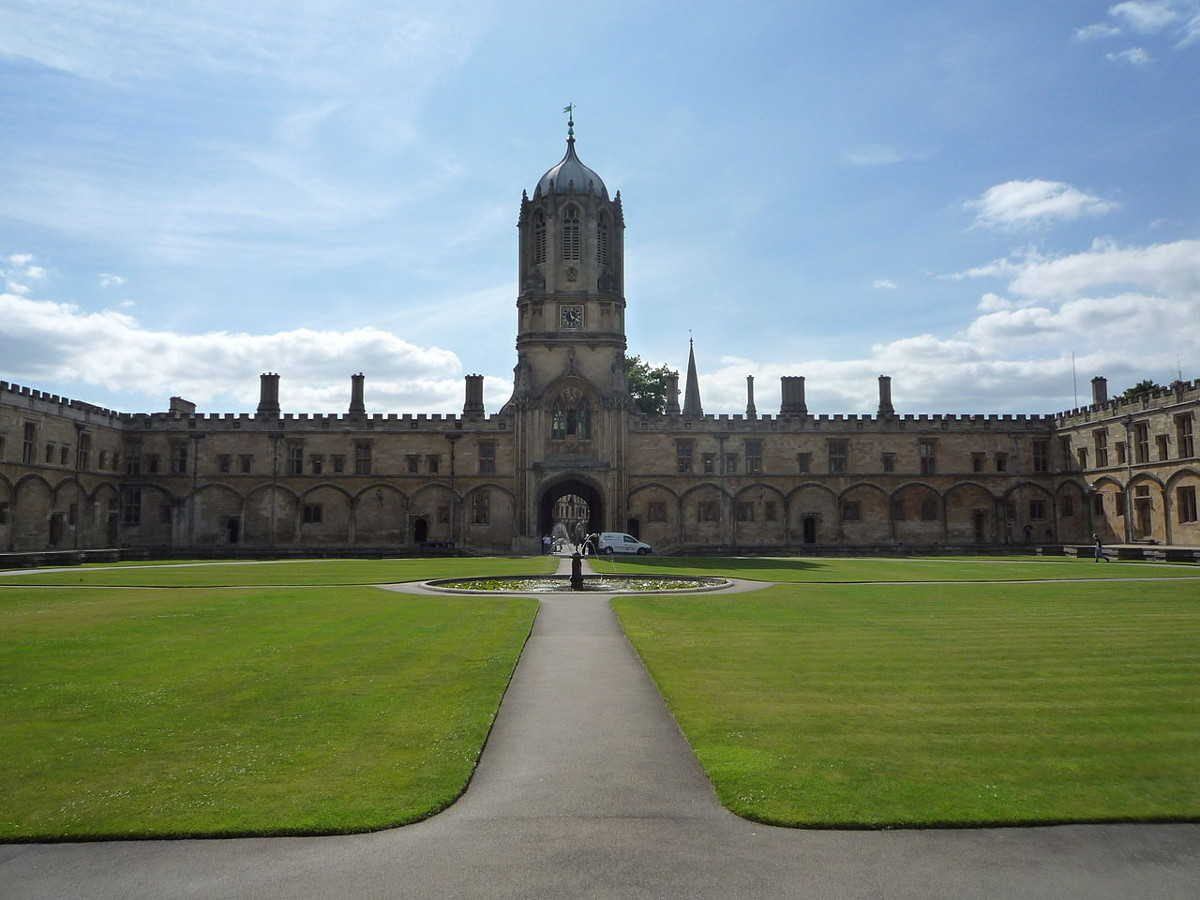 https://commons.wikimedia.org/wiki/File:Christ_Church,_Oxford_2.JPG