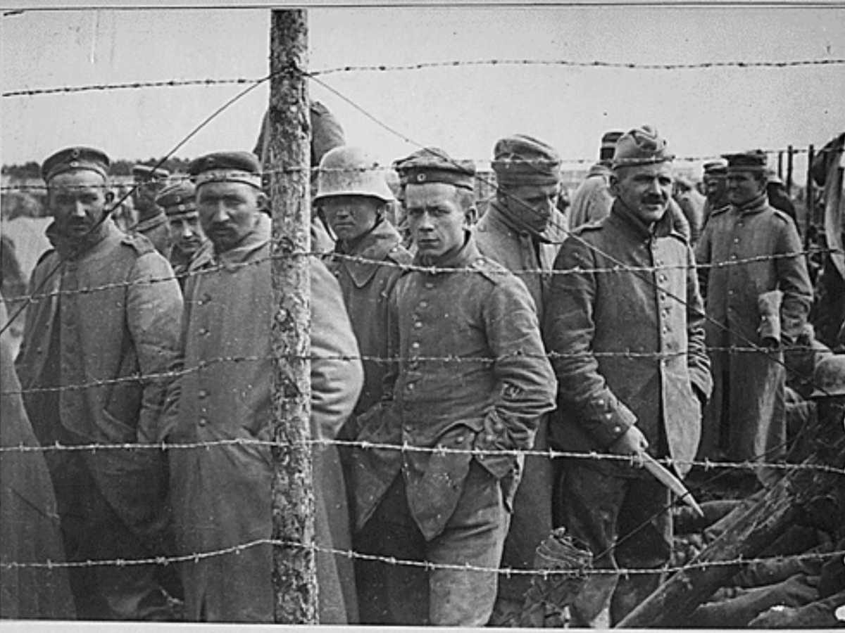 https://commons.wikimedia.org/wiki/File:German_POWs_lined_up_in_camp.png