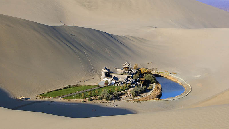https://emorfes.com/2017/05/22/crescent-lake-an-oasis-in-the-gobi-desert/