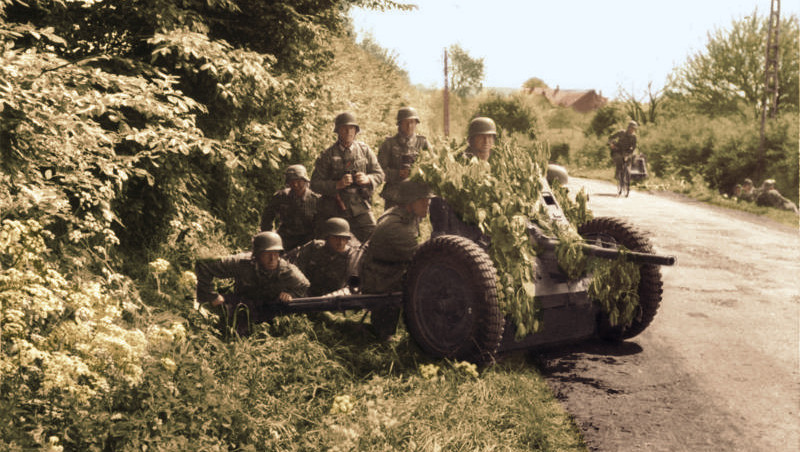 https://commons.wikimedia.org/wiki/File:Bundesarchiv_Bild_101I-127-0391-21,_Im_Westen,_deutsche_Soldaten_mit_getarnter_Pak_Recolored.png