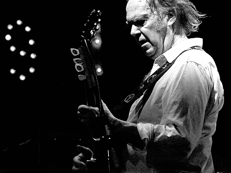 https://commons.wikimedia.org/wiki/File:Neil_Young_2008_Firenze_02.jpg