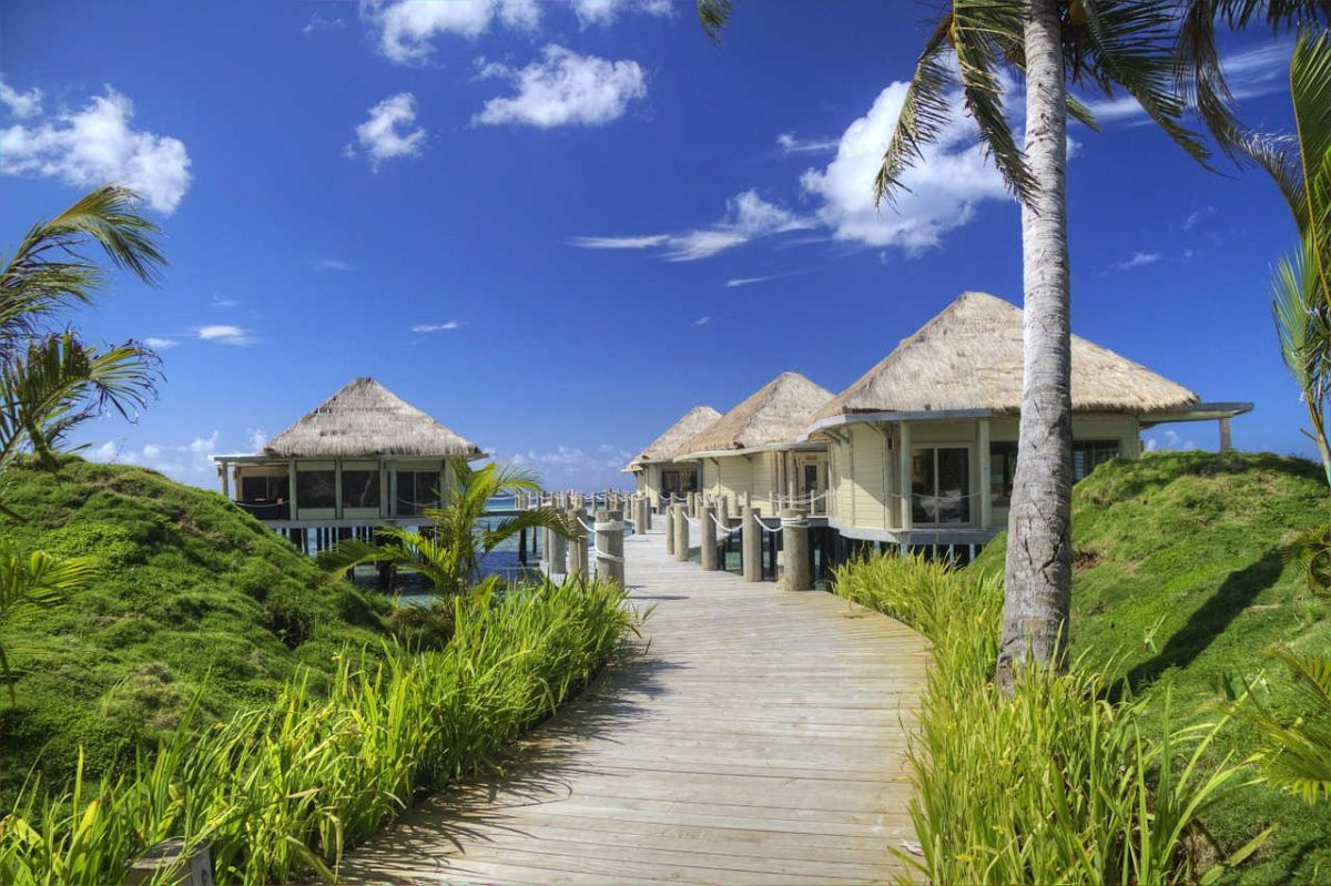 https://pixabay.com/en/samoa-beach-hut-ocean-tropics-sky-213160/