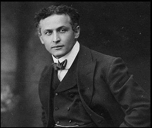 https://commons.wikimedia.org/wiki/File:Harry_Houdini.png