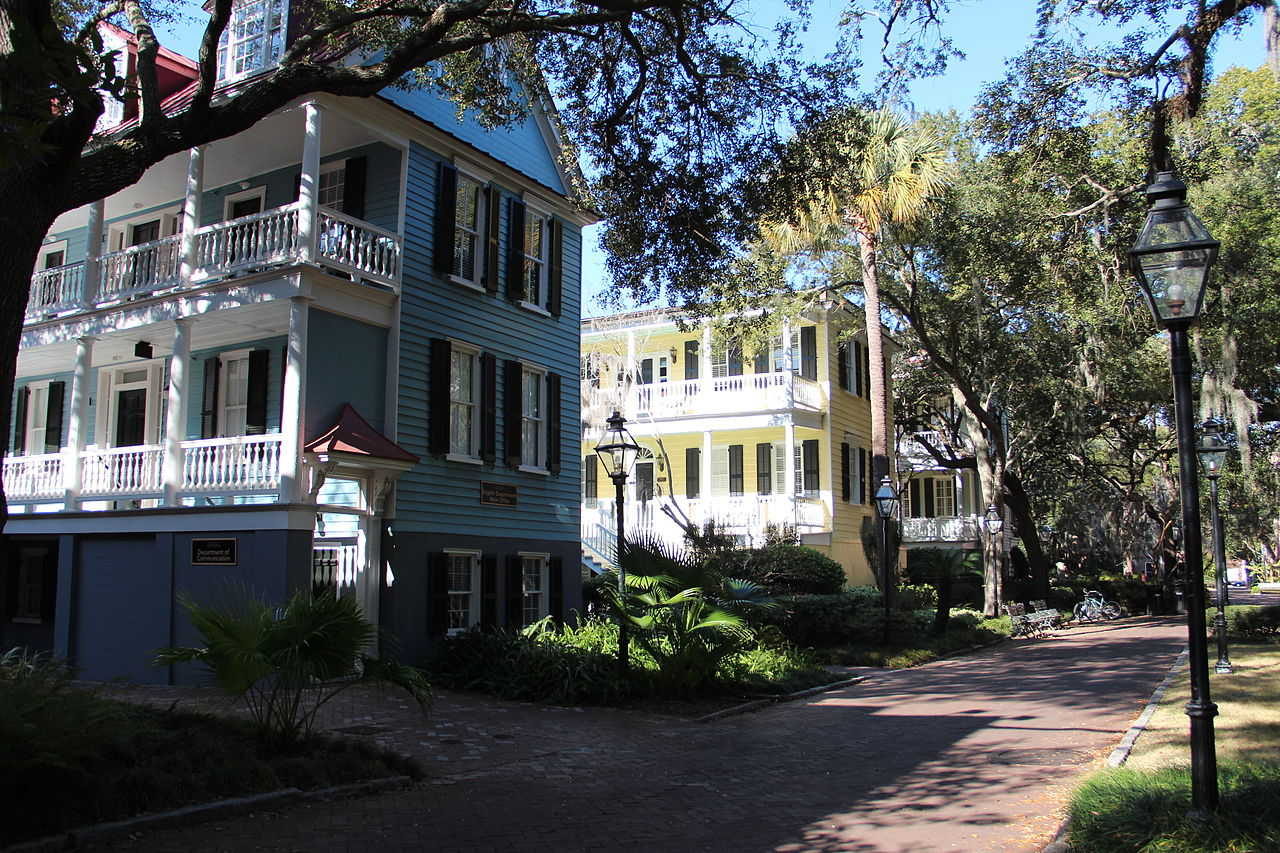 https://commons.wikimedia.org/wiki/File:Communication_buildings,_College_of_Charleston.JPG