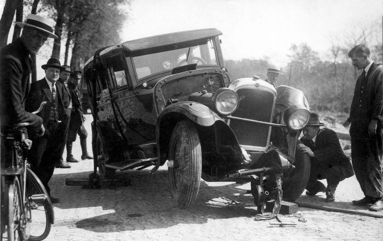 https://commons.wikimedia.org/wiki/File:Verkeersongeluk-Traffic_accident_(3351530936).jpg