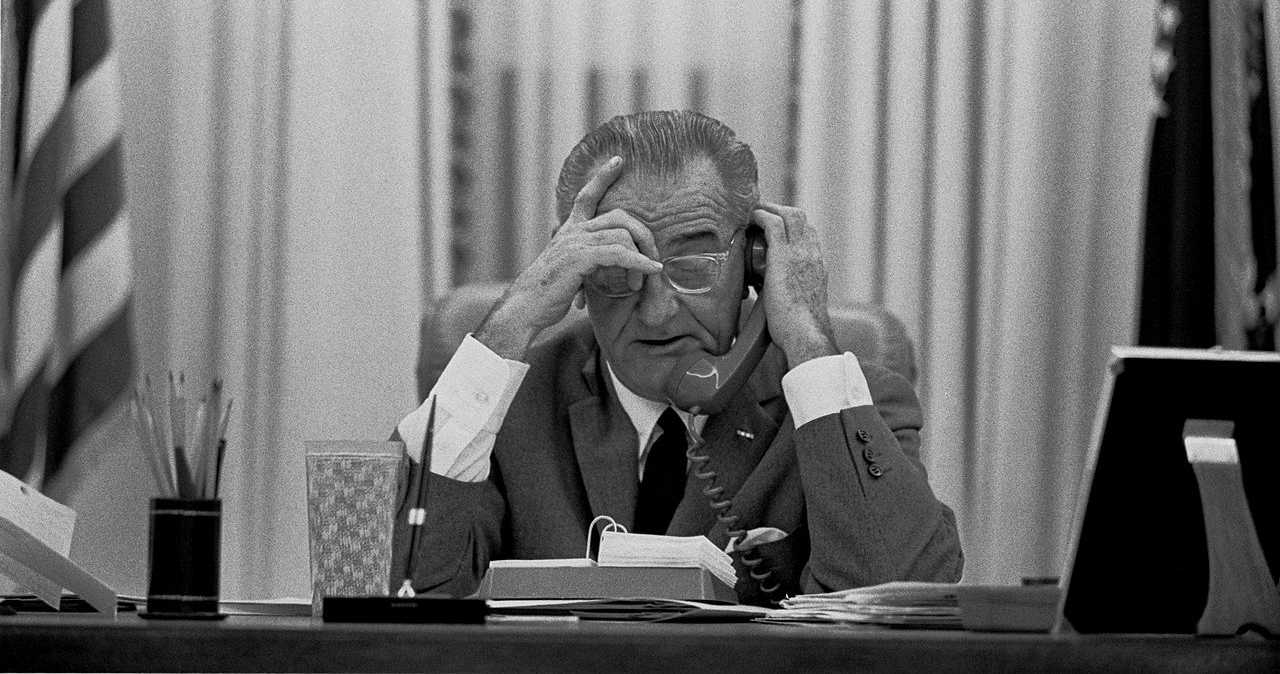 https://commons.wikimedia.org/wiki/File:LBJ_on_the_phone.jpg