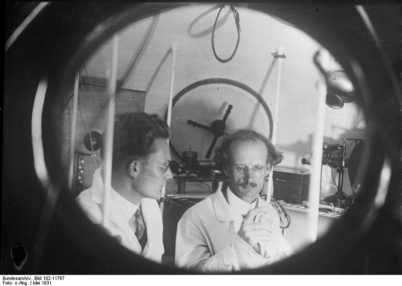 https://commons.wikimedia.org/wiki/File:Bundesarchiv_Bild_102-11767,_Auguste_Piccard_und_Paul_Kipfer.jpg