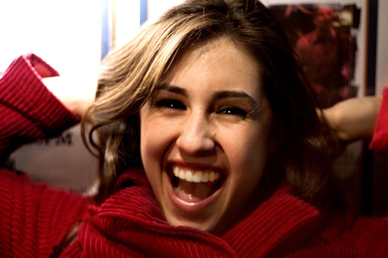 https://commons.wikimedia.org/wiki/File:Smiling_girl.jpg