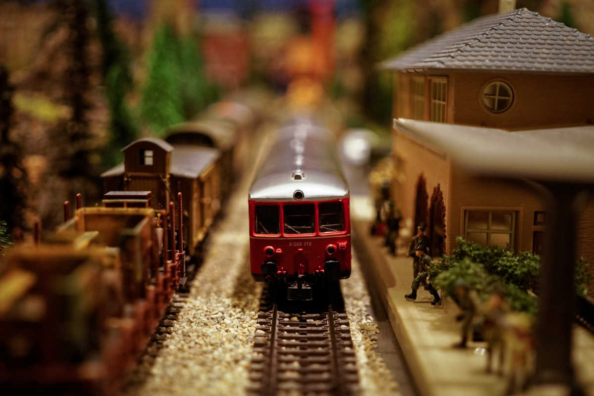 https://www.publicdomainpictures.net/en/view-image.php?image=145770&picture=model-train