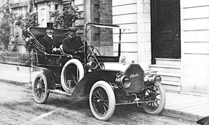 https://commons.wikimedia.org/wiki/File:Ad%C3%A9lard_Turgeon_en_automobile.jpg