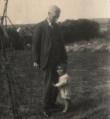 https://commons.wikimedia.org/wiki/File:Bertrand_Russell_with_his_son_John_Conrad.jpg