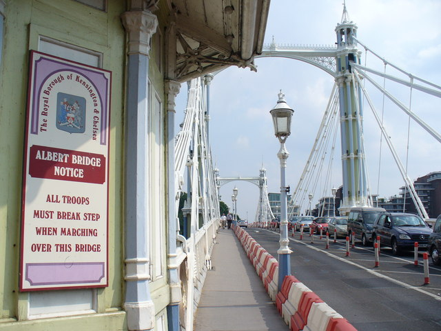 https://commons.wikimedia.org/wiki/File:Albert_Bridge_-_geograph.org.uk_-_466035.jpg