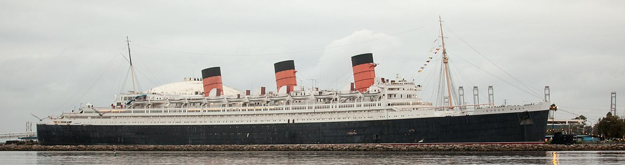 https://commons.wikimedia.org/wiki/File:Queen-Mary-at-dusk_(21423706388).jpg