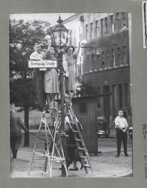 https://todaysdocument.tumblr.com/post/187754547183/citizens-of-west-berlin-stand-on-ladders-to-greet