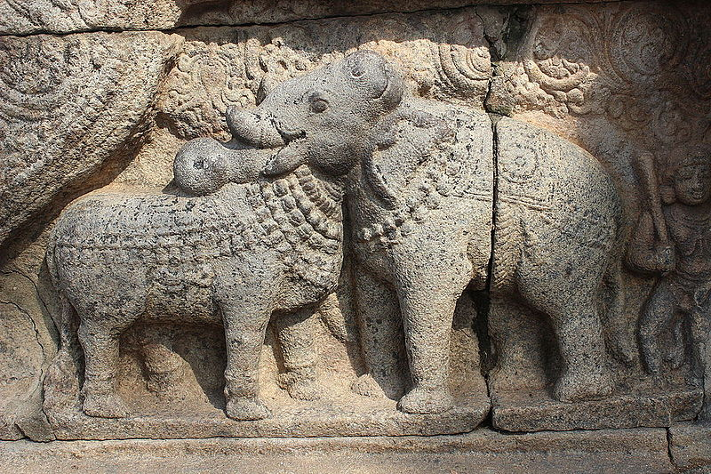 https://commons.wikimedia.org/wiki/File:Bull_and_Elephant_statue_at_Thanjavur_Airavatesvara_Temple..JPG