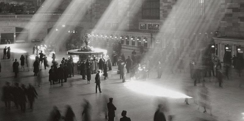 https://commons.wikimedia.org/wiki/File:Grand_Central_rays_of_sunlight.jpg