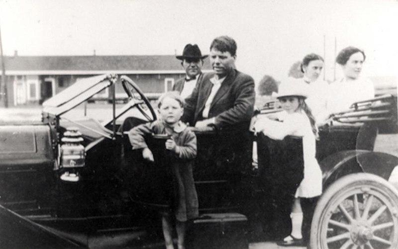 https://commons.wikimedia.org/wiki/File:Bobby_Dunbar_(1913).jpg