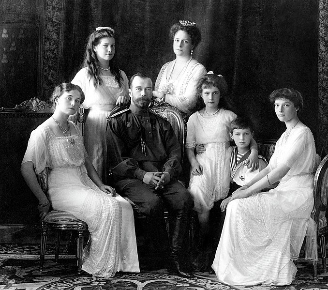 https://commons.wikimedia.org/wiki/File:Russian_Imperial_Family_1913.jpg