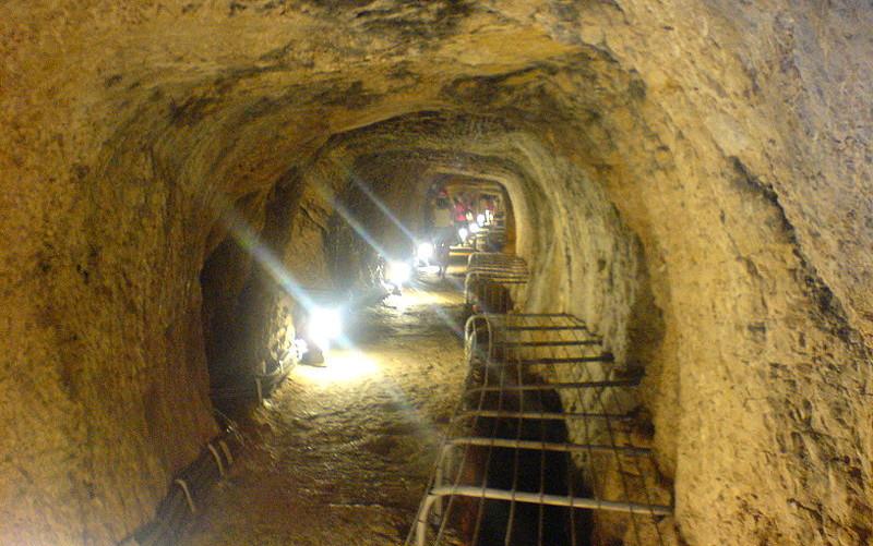 https://commons.wikimedia.org/wiki/File:Eupalinian_aqueduct.JPG