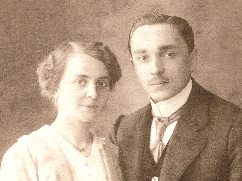 https://commons.wikimedia.org/wiki/File:Friedrich_and_Pauline_Kellner_in_1914.jpg