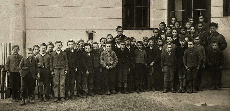 https://commons.wikimedia.org/wiki/File:Wittgenstein_with_his_pupils,_1925.jpg
