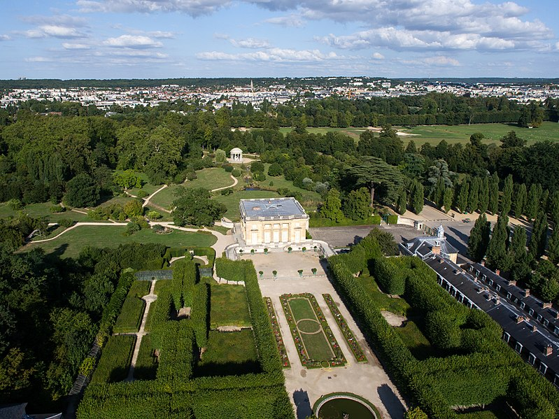 https://commons.wikimedia.org/wiki/File:Vue_a%C3%A9rienne_du_domaine_de_Versailles_par_ToucanWings_-_Creative_Commons_By_Sa_3.0_-_052.jpg