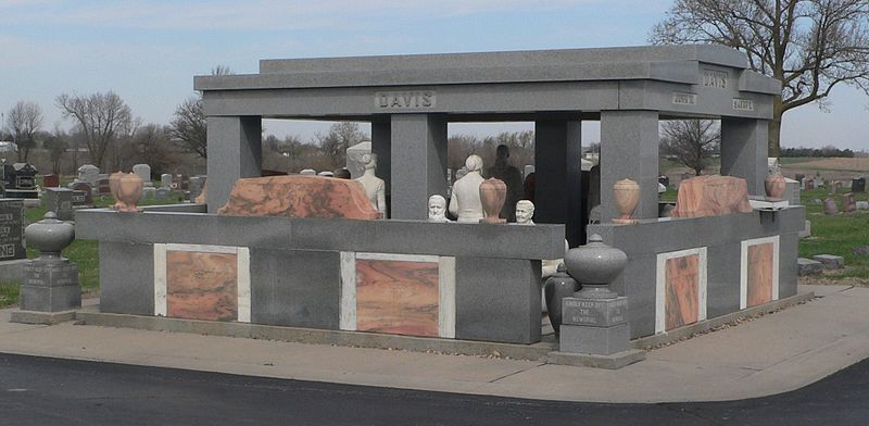 https://commons.wikimedia.org/wiki/File:Davis_Memorial_(Hiawatha_KS)_from_SE_1.JPG