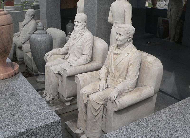 https://commons.wikimedia.org/wiki/File:Davis_Memorial_(Hiawatha_KS)_S_sculptures_1.JPG