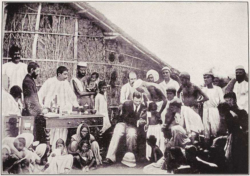 https://commons.wikimedia.org/wiki/File:Anti-cholera_inoculation,_Calcutta,_1894_Wellcome_L0037329.jpg