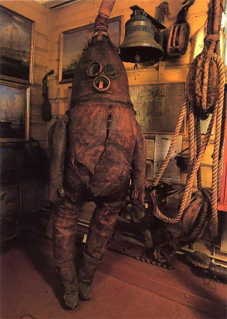 https://www.reddit.com/r/interestingasfuck/comments/ju30ou/the_worlds_oldest_surviving_diving_suit_the_old/