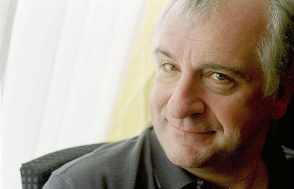 https://commons.wikimedia.org/wiki/File:Douglas_adams_portrait.jpg