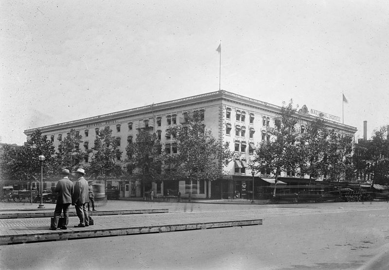 https://commons.wikimedia.org/wiki/File:National_Hotel_Washington.jpg