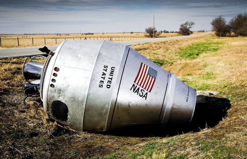 http://elzo-meridianos.blogspot.com/2015/10/la-capsula-espacial-abandonada-en-mitad.html