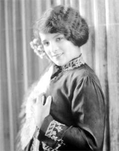 https://commons.wikimedia.org/wiki/File:Joan_Lowell.jpg
