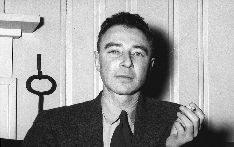 https://commons.wikimedia.org/wiki/File:J._Robert_Oppenheimer_at_the_Guest_Lodge,_Oak_Ridge,_in_1946_4.jpg