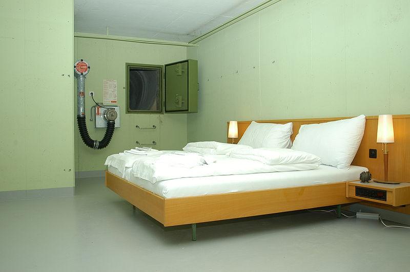 https://commons.wikimedia.org/wiki/File:Null_Stern_Hotel.JPG