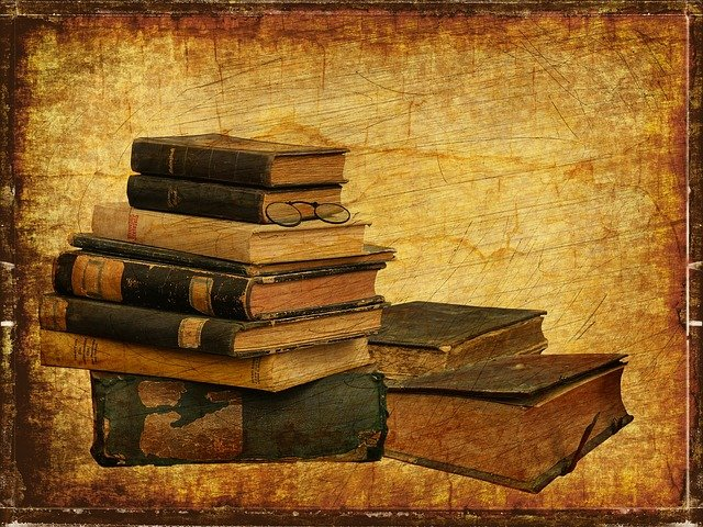 https://pixabay.com/photos/books-old-vintage-grunge-pile-2818949/