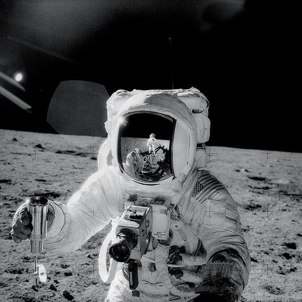 https://commons.wikimedia.org/wiki/File:Apollo12Visor.jpg
